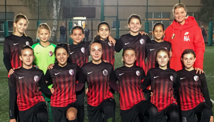 Meci amical cu echipa de fotbal feminin de la American International School of Bucharest